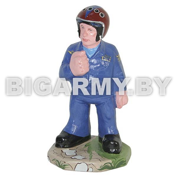 Фигурка гипсовая Летчик в гермошлеме в синем комбинезоне